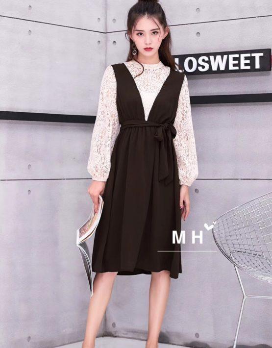 AV55 Đầm yếm cổ chữ V liền áo ren dài tay