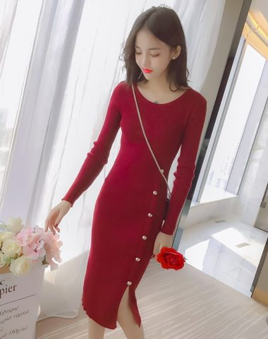 DL1810 : Đầm len dệt kim ôm HQ xẻ đùi đính nút dọc thân