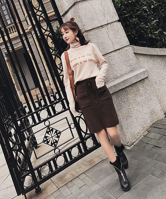 CL1802 : Chân váy len dệt kim ngắn đính nút rút dây eo