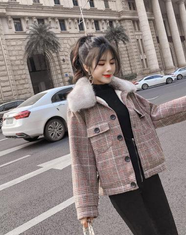 K1868 : Áo khoác dạ sọc kẻ Hàn Quốc thân ngắn lót lông cừu cài nút cổ lông