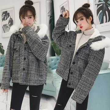 K1869 : Áo khoác dạ sọc kẻ lót lông cừu mũ lông thú Hàn Quốc