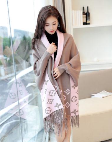 K1863 : Áo khoác khăn choàng len dệt kim LV phối tua