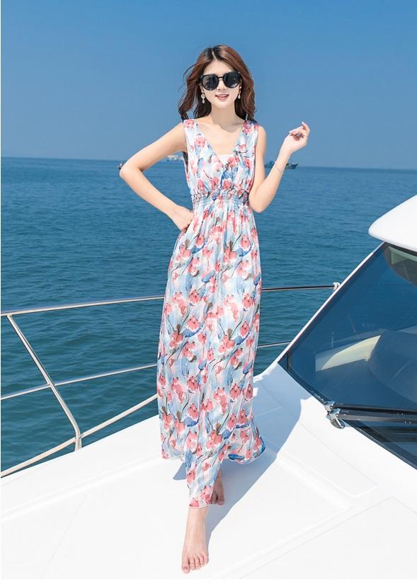 Một chiếc váy voan maxi màu sắc sẽ giúp bạn nổi bật nhất cả bãi biển