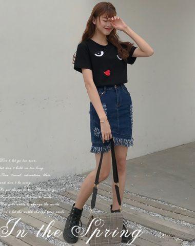 D1946 : Set bộ áo thun thêu mắt + Chân váy Jean ngắn tua rua