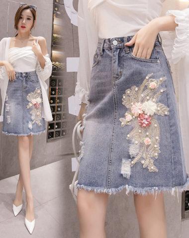 CV1929 : Chân váy Jean thêu hoa đính cườm xẻ sau