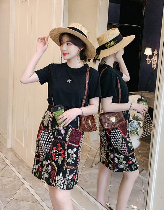 D1993 : Áo thun đính sao + Chân váy retro thêu hoa