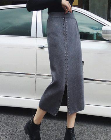 CL1904 : Chân váy len dệt kim đính viền hạt xẻ lệch bên