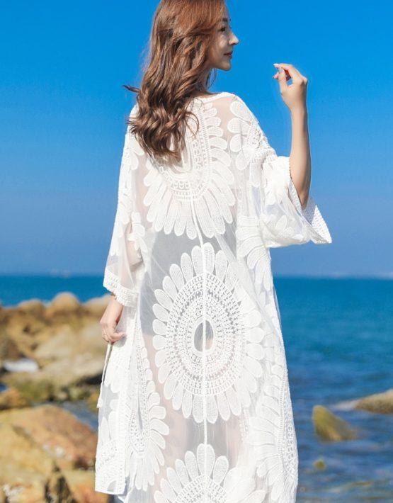 AC201 : Áo choàng ren hoa cúc đi biển dài