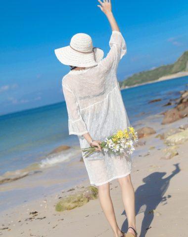 AC202 : Áo choàng ren đi biển thêu hoa cúc nhỏ tay loe