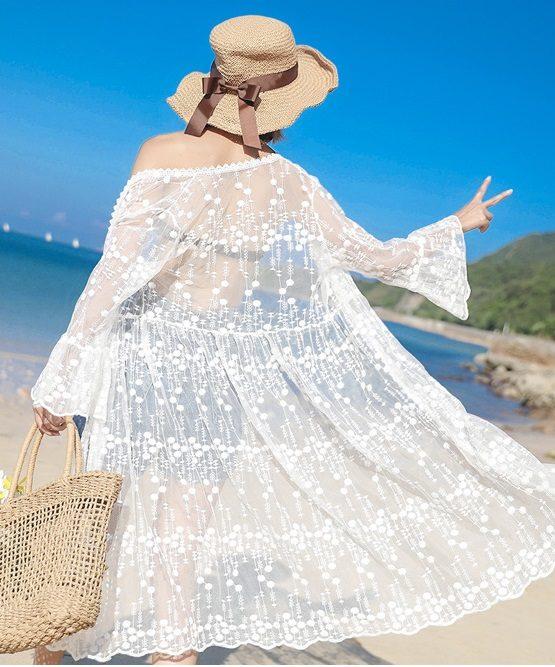 AC204 : Áo choàng ren dài đi biển thêu hoa nổi tay loe