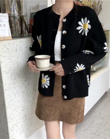K206 : Áo khoác len dệt kim hoa cúc cổ tròn cài nút
