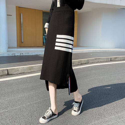 CV210 : Chân váy len dệt kim vạt sole sọc thể thao